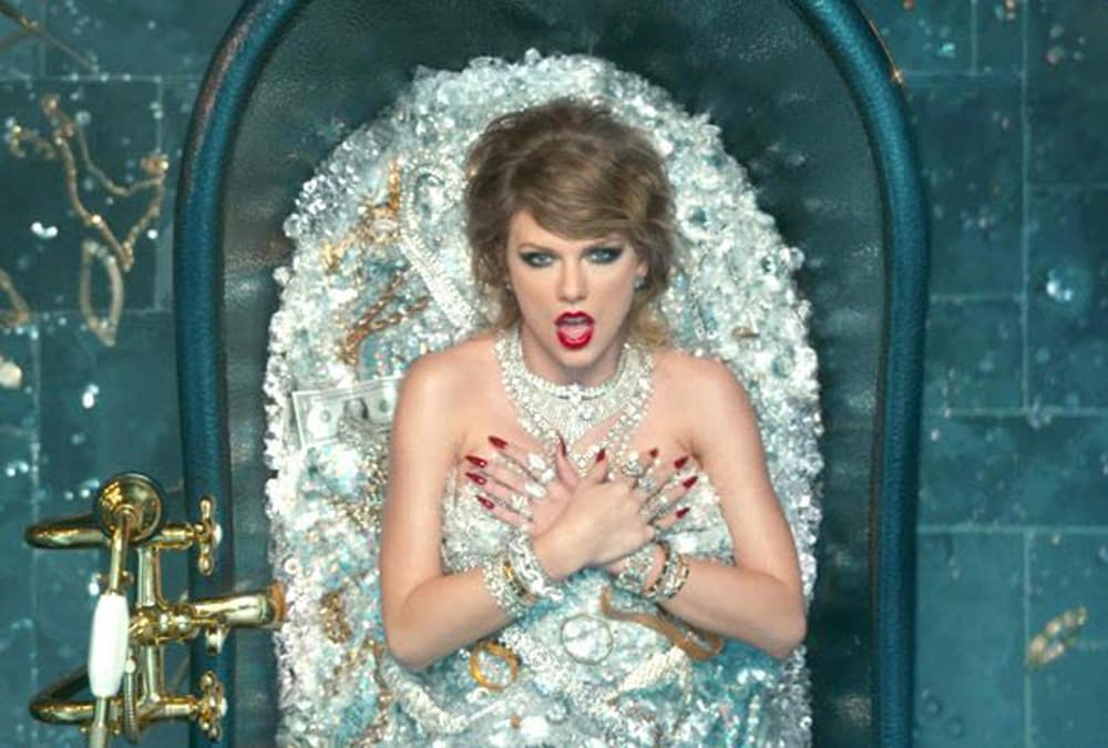 TAYLOR SWIFT TUB OF DIAMONDS – REAL OR FAKE?